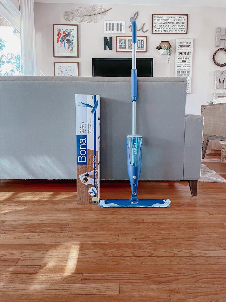 Hard wood floor spray mop